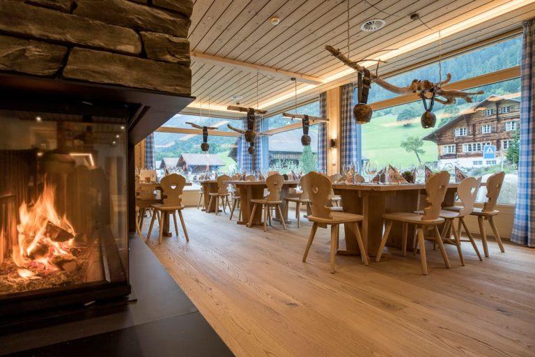 AcroYoga Retreat in the Swiss Mountains - Gadmer Lodge Stübli