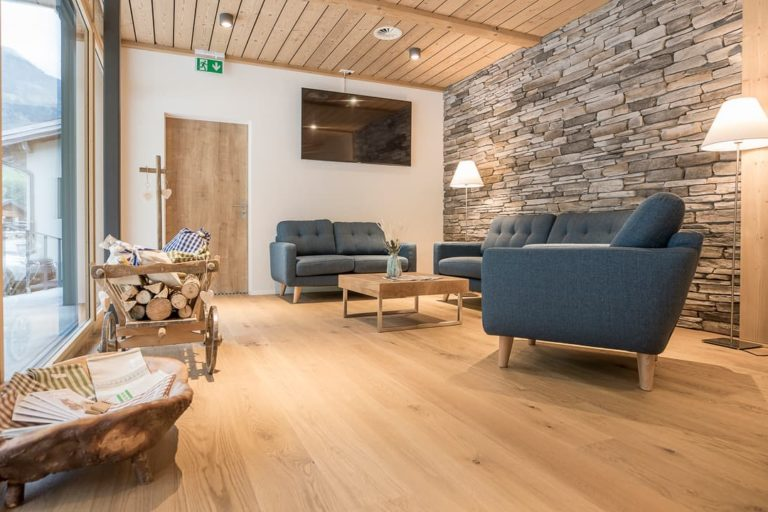 AcroYoga Retreat in the Swiss Mountains - Gadmer Lodge Lounge