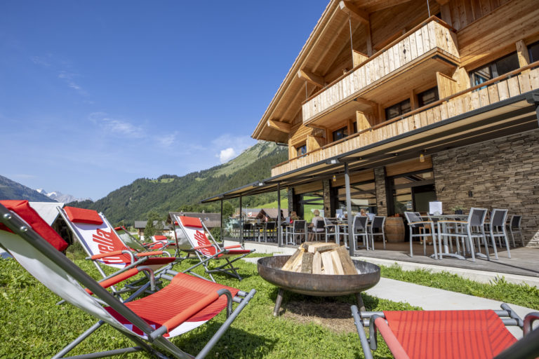 AcroYoga Retreat in the Swiss Mountains - Gadmer Lodge Garden